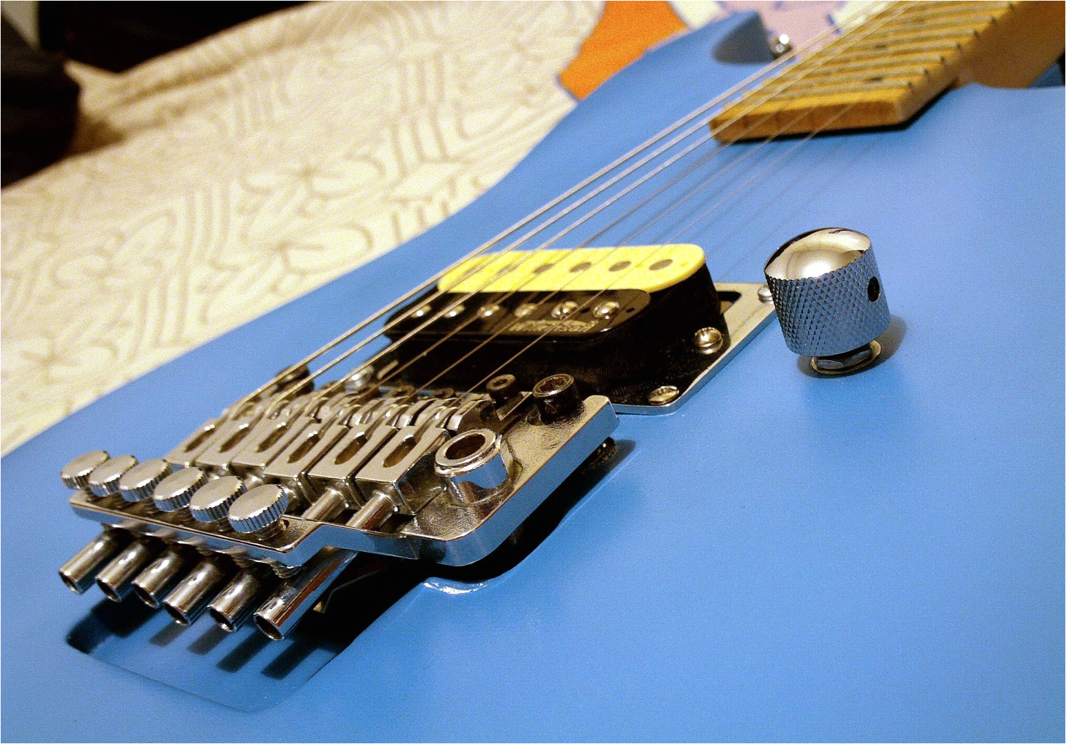 as for the hardware the tremolo is a single locking floyd rose licensed one the tuners are the original ibanez rg550 ones the locking nut is brand new