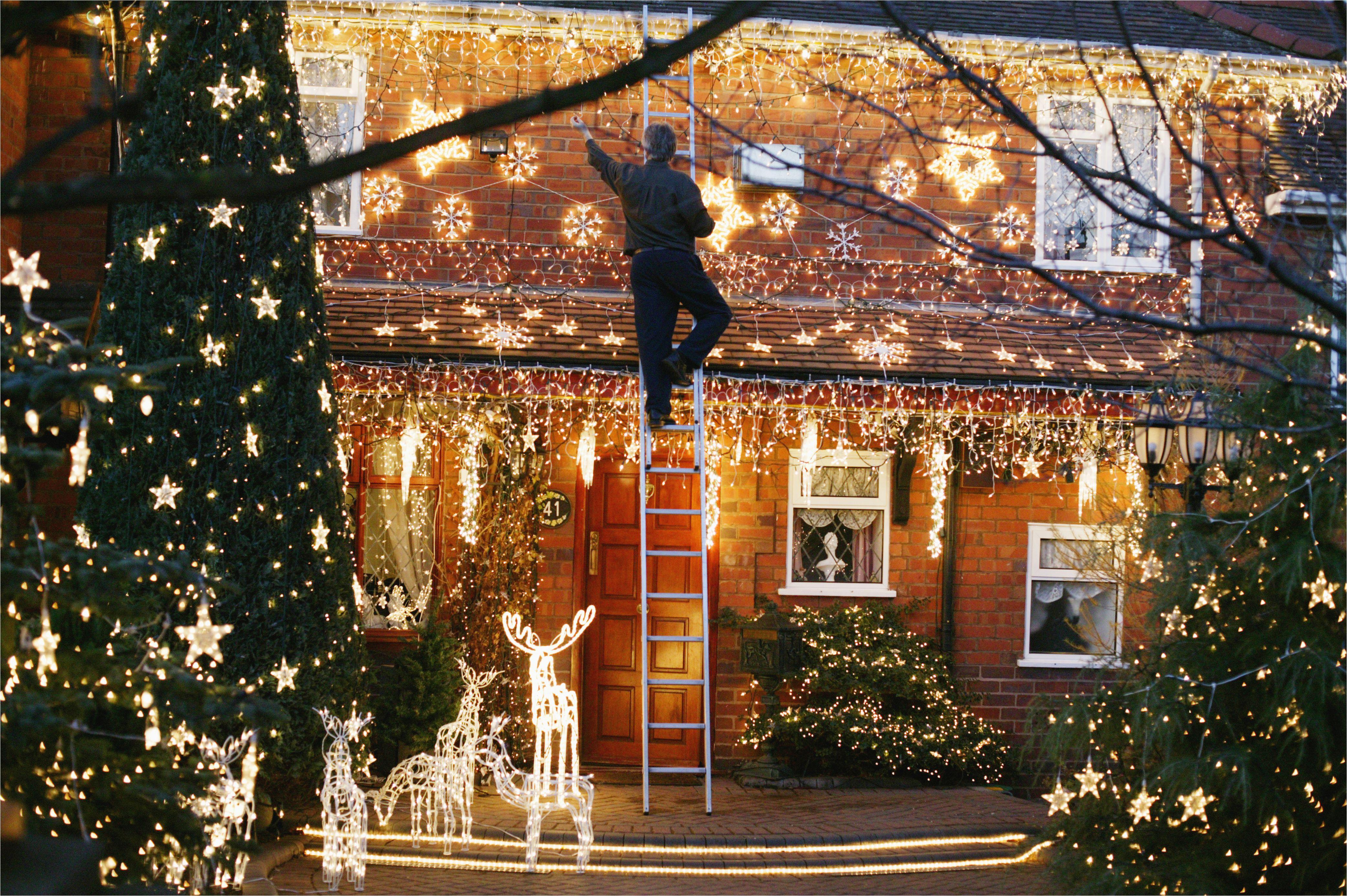 christmas lights in the front garden of a house 522104326 5a1ef4ff4e46ba001a9ac0bf jpg