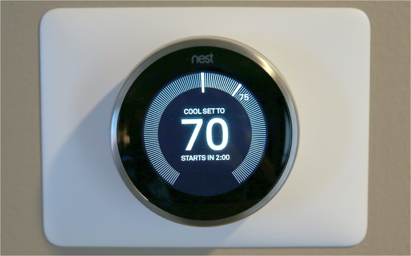 review nest s 3rd gen learning thermostat adds a better screen wall clock to the market s best temperature controller